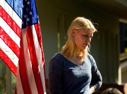 Кэрри Мэтисон, офицер ЦРУ, подозревает в подготовке теракта сержанта Броуди, который вернулся в США из Ирана после 8 лет плена.