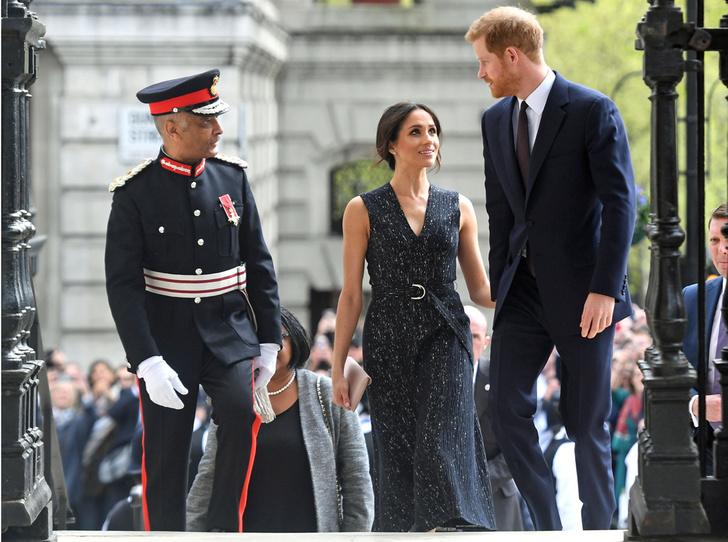 Фото №1 - Отвлекающий маневр: Меган Маркл и принц Гарри снова в центре внимания