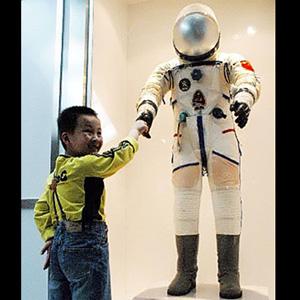 Фото №1 - Китайцы изобрели космический скафандр