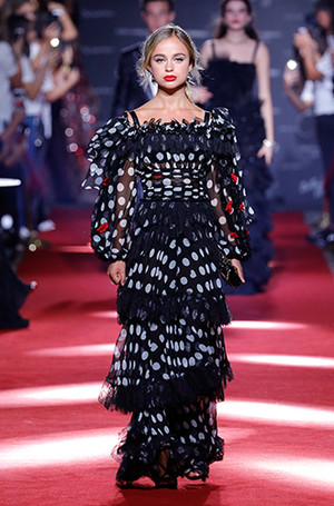 Фото №9 - Аристократки на секретном показе Dolce & Gabbana в Милане