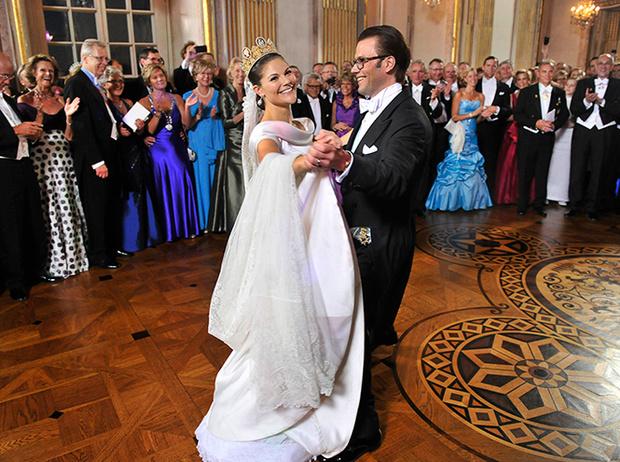 Фото №44 - Самые трогательные моменты королевских свадеб (о Гарри и Меган мы тоже не забыли)