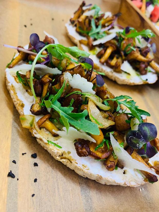 Фото №5 - Пицца с белыми грибами, ризотто с лисичками и лапша с вешенками: 7 грибных рецептов на любой вкус