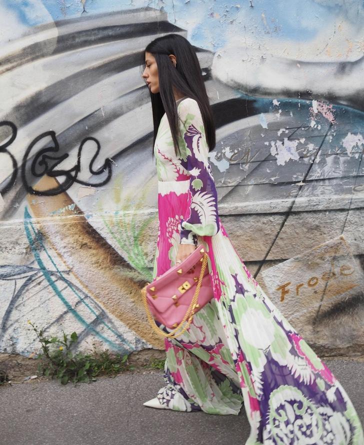 Фото №3 - Плиссированные цветы и самая красивая розовая сумка: итальянка Джильда Амбросио раскрашивает зиму