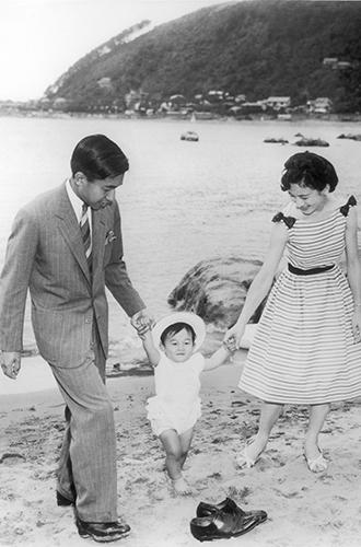 Фото №13 - Королевский отпуск: любимые места отдыха монарших особ разных лет