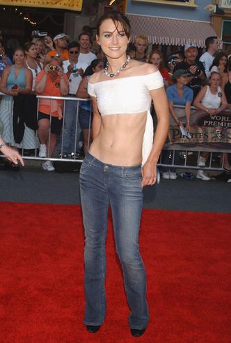 Фото №9 - Не ждали: почему джинсы с низкой талией снова в тренде (и как их носить)