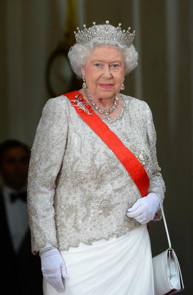 Фото №1 - Королевский слуга ограбил дворец на 10 миллионов рублей