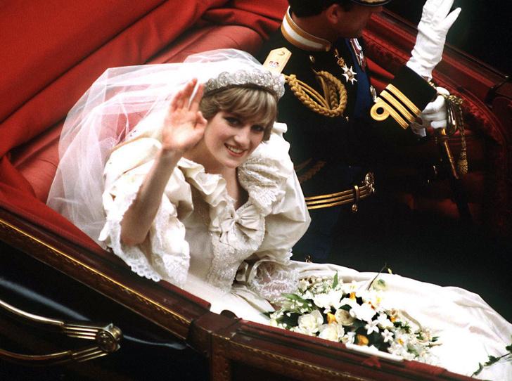 Фото №5 - Какую тиару Елизавета II одолжит Меган Маркл на свадьбу: делаем ставки
