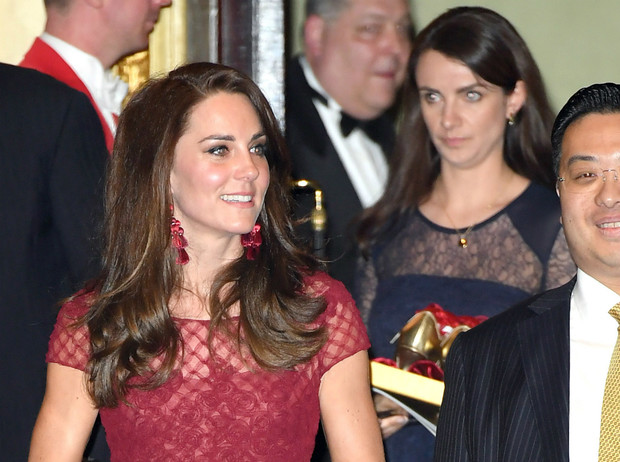Фото №1 - Герцогиня Кейт уволила личную помощницу после ее свадебного путешествия