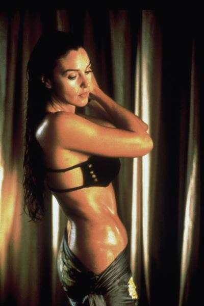Моника Беллуччи в купальнике, фото