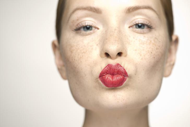Фото №1 - Косметологи опровергли байки производителей: электронные сигареты старят кожу губ, как обычные