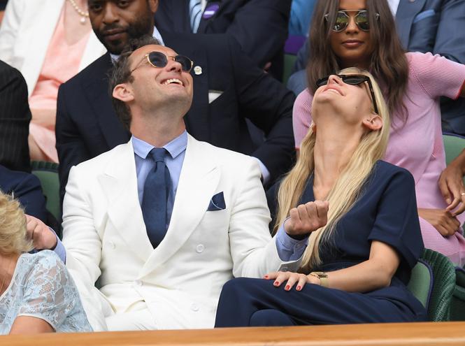 Фото №39 - И смех, и слезы: звезды на трибунах Уимблдона глазами фотографов