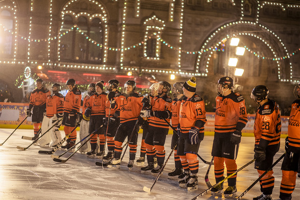 Фото №2 - Звездный гала-матч по хоккею на Красной площади при поддержке GetJet