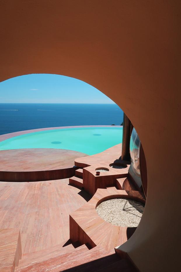 Фото №6 - Дом-пузырь Пьера Кардена снова выставлен на продажу