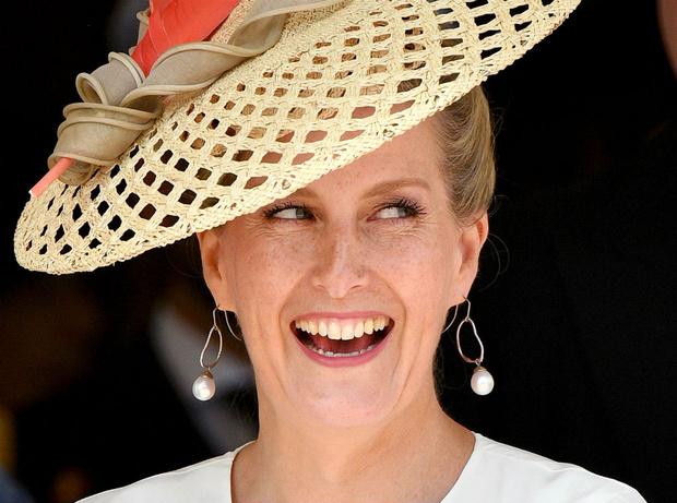 Фото №1 - В новом статусе: как стиль «любимой невестки Королевы» изменился за последний год