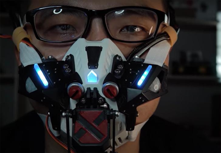 Фото №1 - Видеоблогер создал реагирующую на людей маску против коронавируса, как у злодея Бэйна (видео)