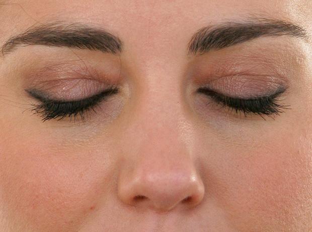 Фото №10 - «Я не красивая— это все макияж!»: учимся краситься, как Кейт Миддлтон