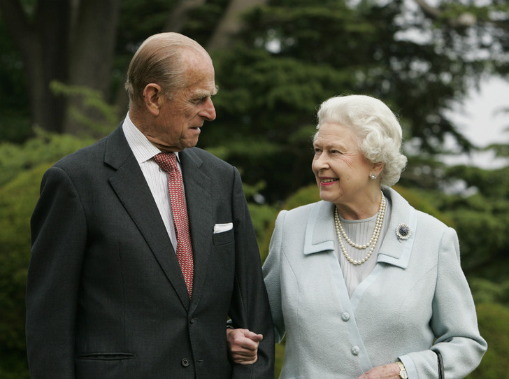 Фото №1 - Почему Королева не навестила принца Филиппа в больнице