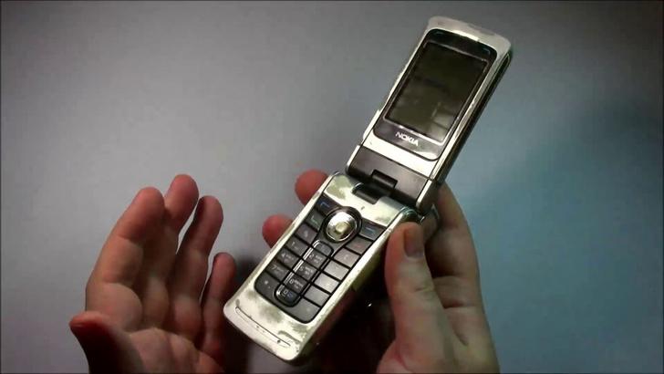 Фото №7 - Самые лучшие телефоны-раскладушки из нулевых и девяностых