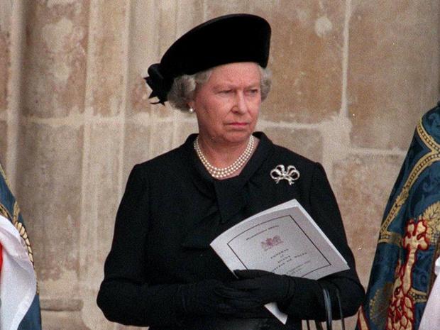 Фото №1 - Тяжелая ноша: с чем Елизавете пришлось столкнуться после гибели принцессы Дианы
