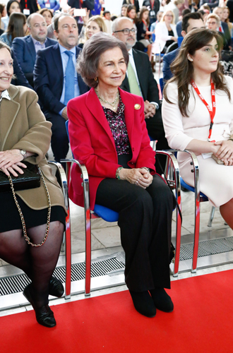 Фото №7 - Модные эксперименты Летиции: как испанская королева борется с протоколом