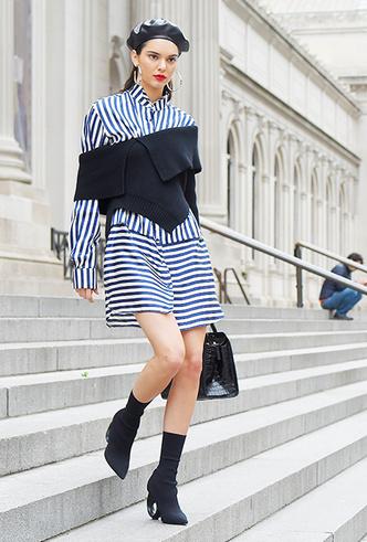Фото №3 - Платье зимой: 4 небанальных (и теплых) способа его носить
