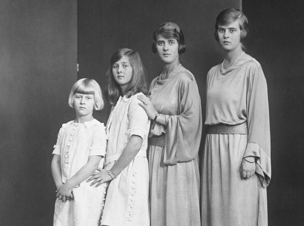 Фото №2 - Связи с нацистами и дурная репутация: как сестры принца Филиппа стали темной тайной Короны