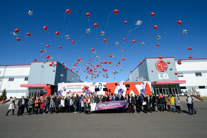 Фото №3 - Женщина-космонавт Елена Серова поддержала День донора