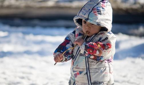 Фото №1 - Как понять, что ребенок замерз? Врачи назвали 5 признаков переохлаждения у детей