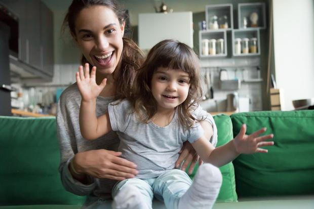 Фото №1 - Чем заняться дома с детьми: бесплатные фильмы, книги и подкасты