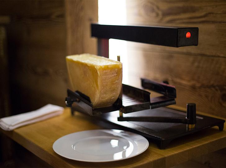 Фото №3 - Сыр раклет: что это такое, где попробовать и чем запивать