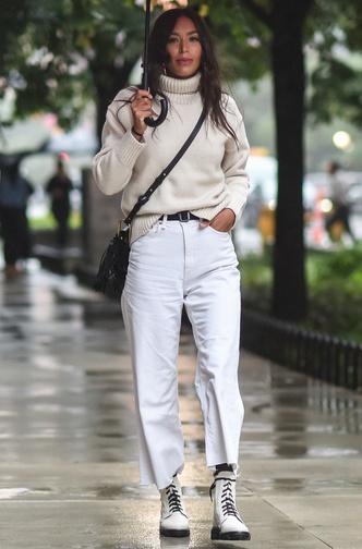 Фото №3 - И в дождь и в снег: как носить белую обувь в холодный сезон