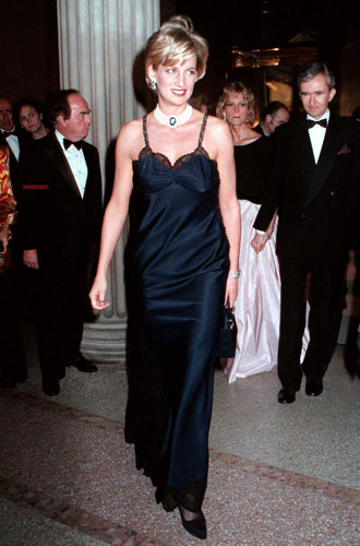 Фото №21 - Как принцесса Диана одевалась в 90-е годы