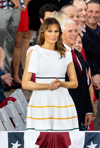 Фото №16 - 10 лучших образов Мелании Трамп в 2019 году