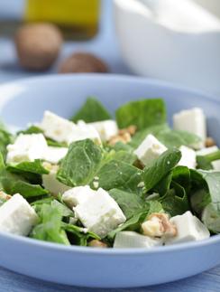 Салат с сыром фета и шпинатом