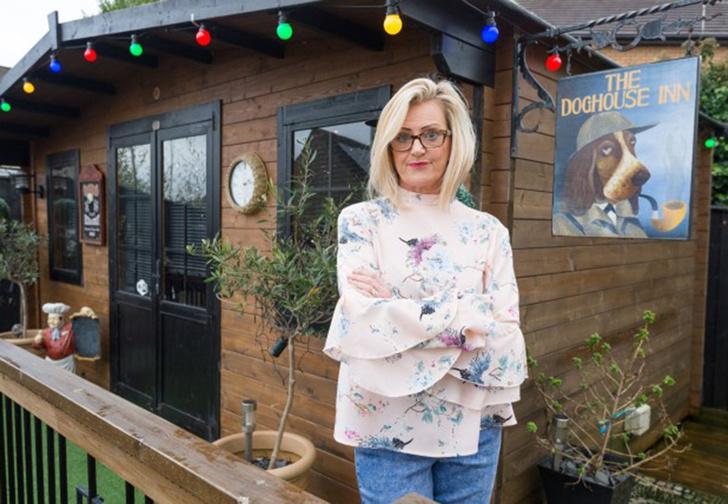Фото №1 - Жительница Великобритании построила в саду настоящий паб, чтобы муж больше не пропадал по кабакам (фото)