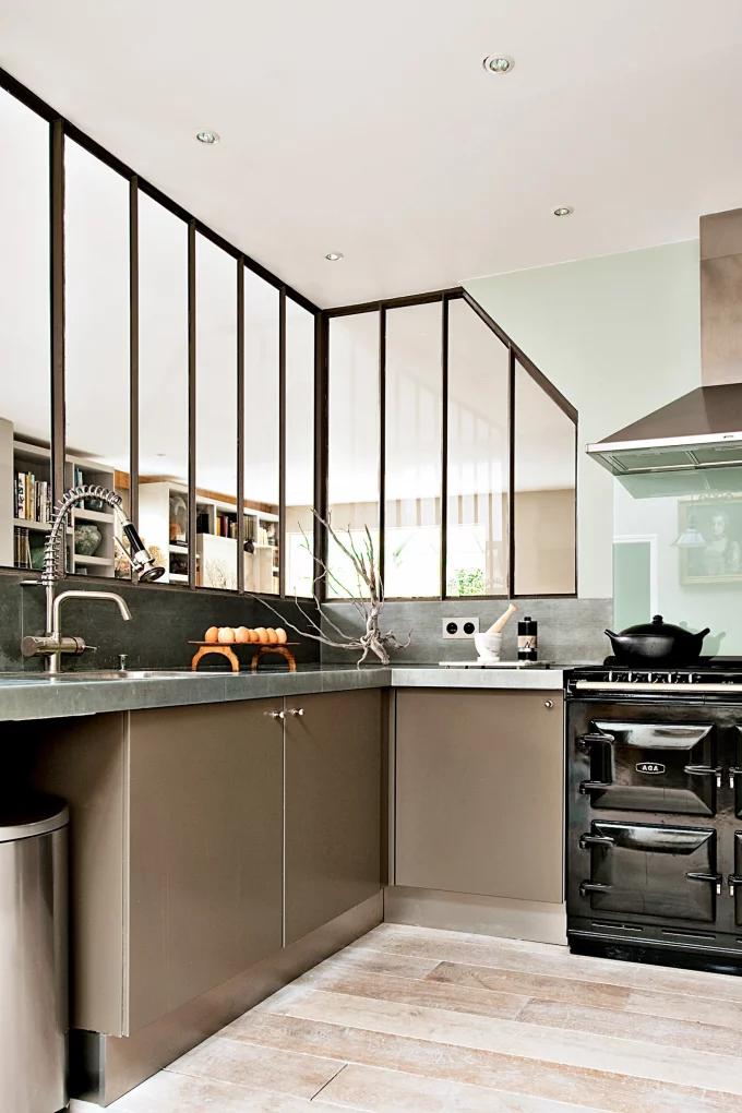 Фото №10 - Стеклянная перегородка на кухне: 8 оригинальных идей