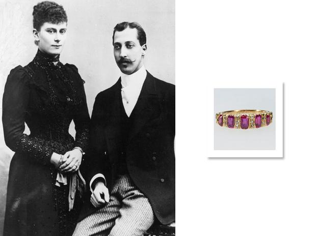 Фото №2 - Помолвочные кольца Виндзоров: проклятый рубин, кармический сапфир и порочный изумруд