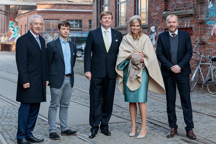 Фото №2 - На фото в статье о королевской чете Нидерландов разглядели русский матерный след