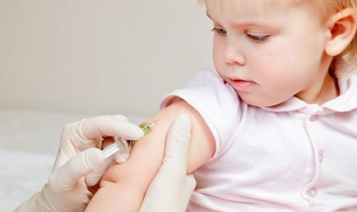Фото №1 - В Петербурге началась бесплатная вакцинация детей от пневмококка