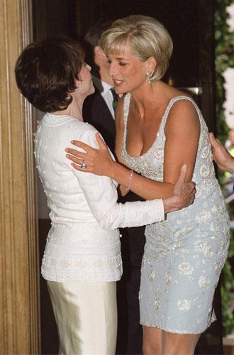 Фото №2 - Что общего у публичных выходов герцогини Меган и принцессы Дианы