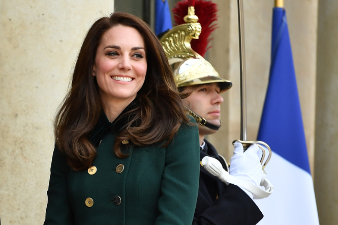 Фото №1 - Не дождетесь: герцогиня Кембриджская в отличном настроении