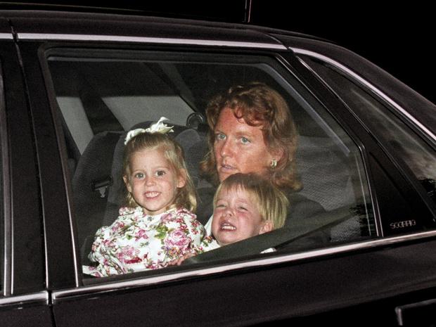 Фото №2 - Гнев Королевы: из-за чего Беатрис и Евгении однажды пришлось спешно покинуть Балморал
