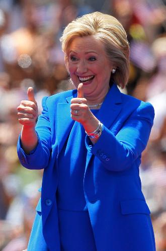 Фото №9 - Брючные костюмы и яркие цвета: модные победы Хиллари Клинтон