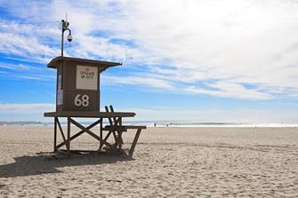 ХАНТИНГТОН-БИЧ. На этом калифорнийском пляже прошла ее юность: «Мы проводили время около спасательной станции № 17: я была типичной «пляжной цыпочкой» в бикини. Было много поцелуев, серфинга и марихуаны». Но и теперь, когда Пфайффер ценит лишь первое, она любит здесь бывать.