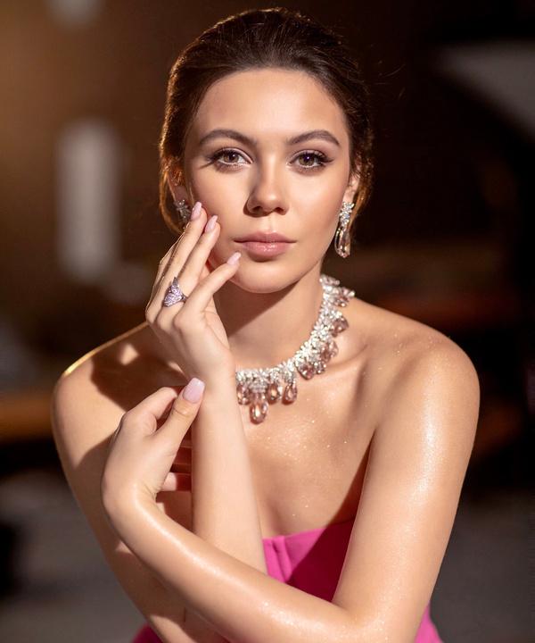 Российская фигуристка Елена Ильиных станцевала в клипе Sia