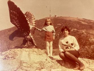 Фото №26 - Раньше взрослели быстрее? 30 фото советских мам и их дочек в одном возрасте