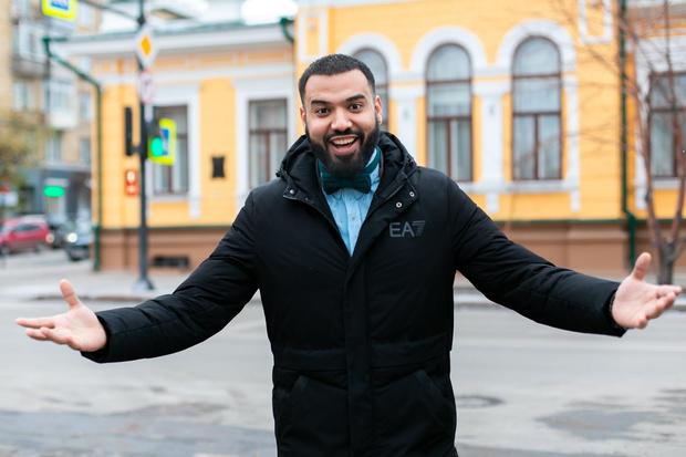 Али Фарид уже четвертый год живёт в Красноярске. Для заработка выбрал профессию «на хайпе»— стал барбером