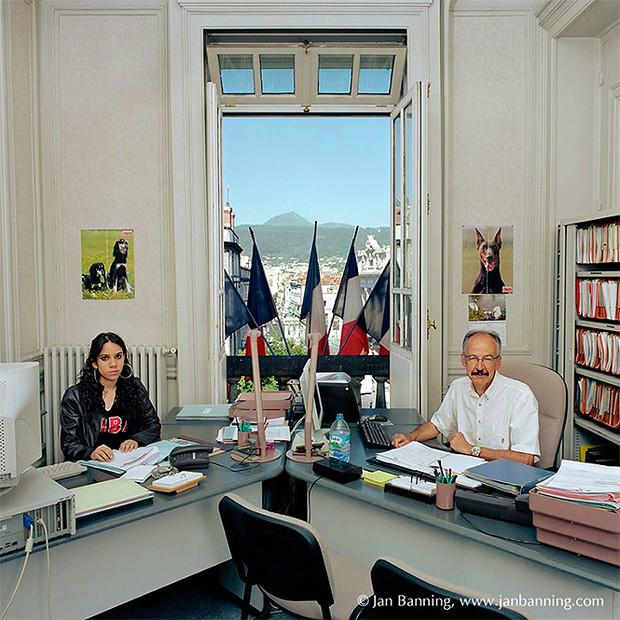 Фото №16 - Проходите, садитесь: кабинеты чиновников и служащих в разных странах