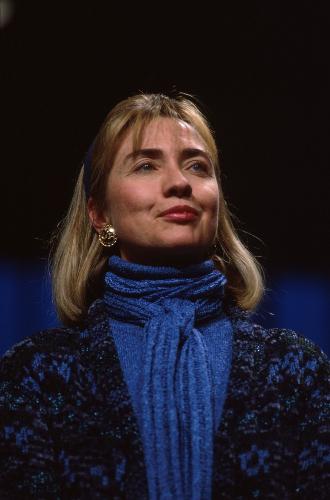 Фото №5 - Брючные костюмы и яркие цвета: модные победы Хиллари Клинтон