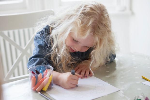 Фото №2 - Как развлечь ребенка в кафе: 13 простых игр